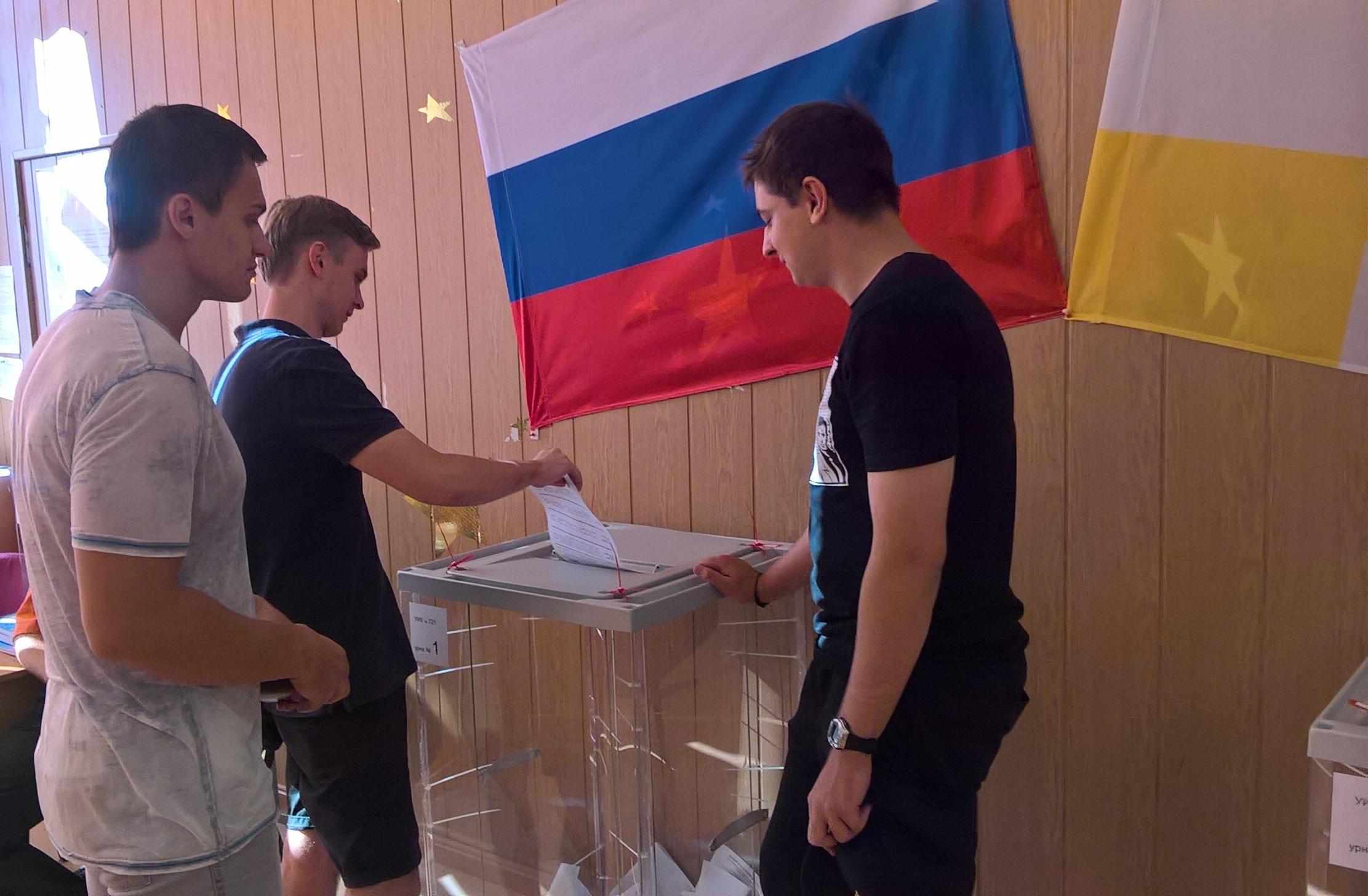 Первые выборы . наши выпускники (2)